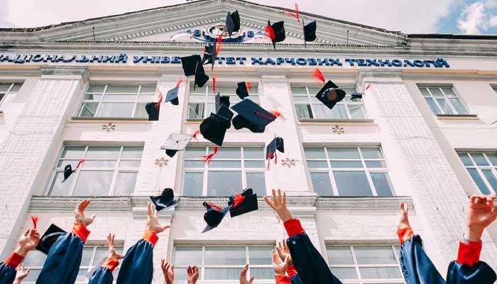 卒業式のイメージ画像