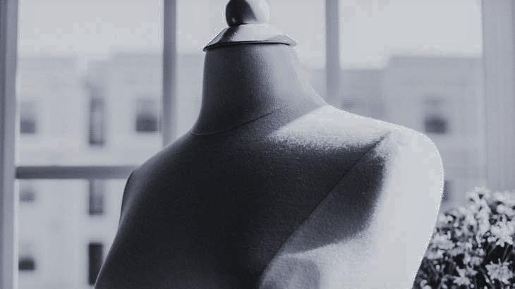 corbata pajaritaの蝶ネクタイを制作するときに使うトルソーのイメージ画像
