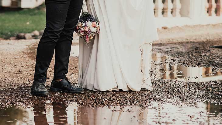 日本でのジューンブライド(梅雨の結婚式)のイメージ画像
