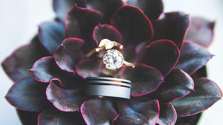 誕生石に替わって婚約指輪の代表格となったダイヤモンドのリングの画像