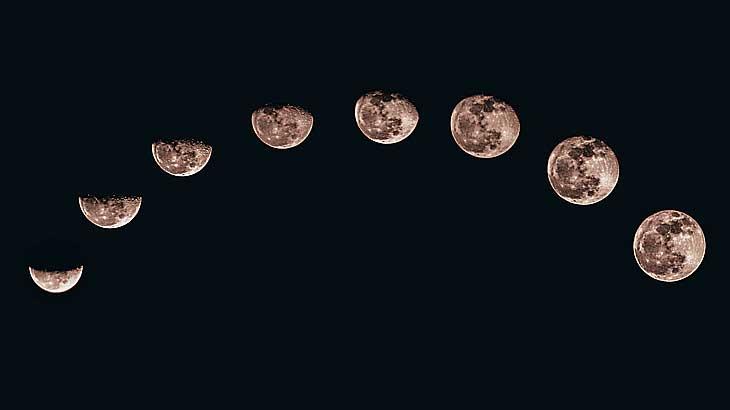 6月の誕生石の一つ、ムーンストーンを連想させる月の満ち欠けの様子の写真