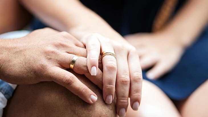 自身のリングサイズを知る機会ともなる婚約指輪のイメージ画像