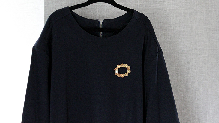 The-images-with-a-brooch-on-the-lower-side