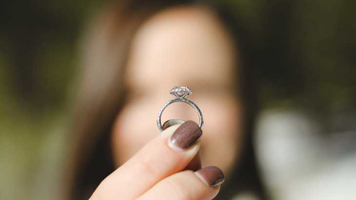 Diamonds are the mainstream of engagement rings, but ...