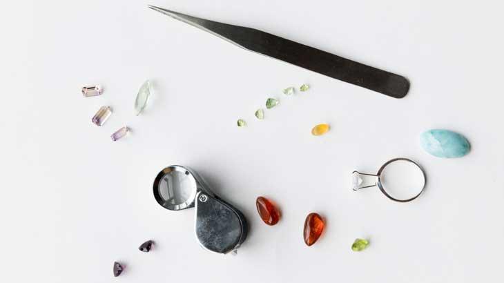 Image photo comparing various stones